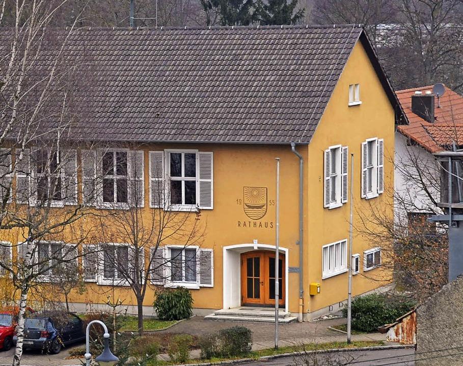 Am schnellsten zu schaffen  wäre Wohnr... Rathaus Kleinkems, sagt die Gemeinde.  | Foto: Langelott