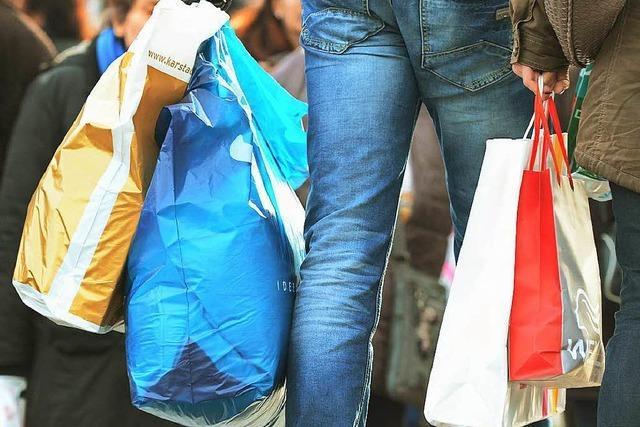 Gratis-Plastiktüten sollen mehr und mehr verschwinden