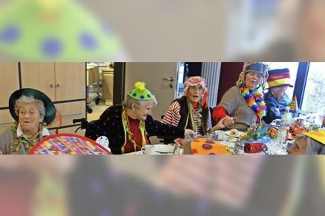 Senioren genießen närrische Unterhaltung
