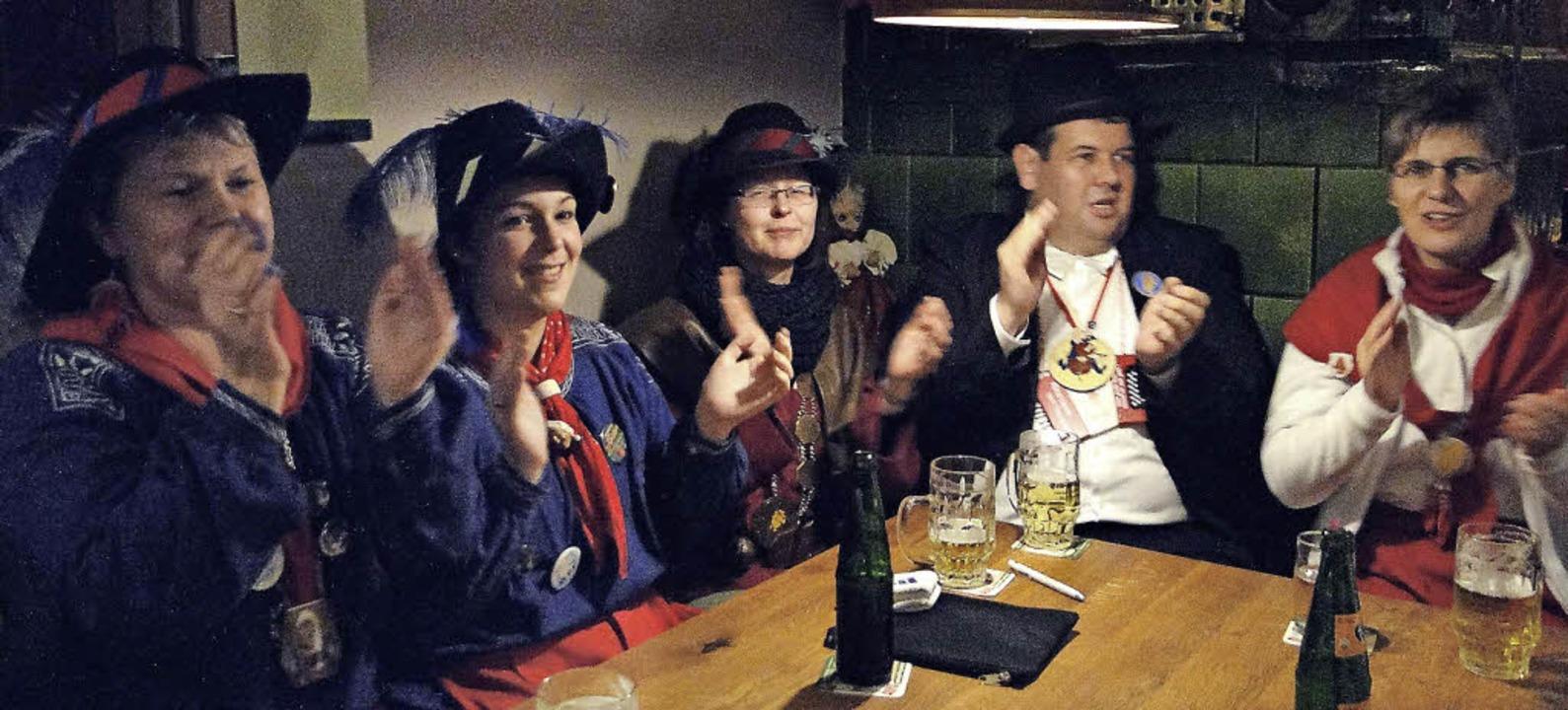 Zufrieden mit der Schönauer Fasnacht: ...rmeister Peter Schelshorn (von rechts)    Foto: Veronika Frank