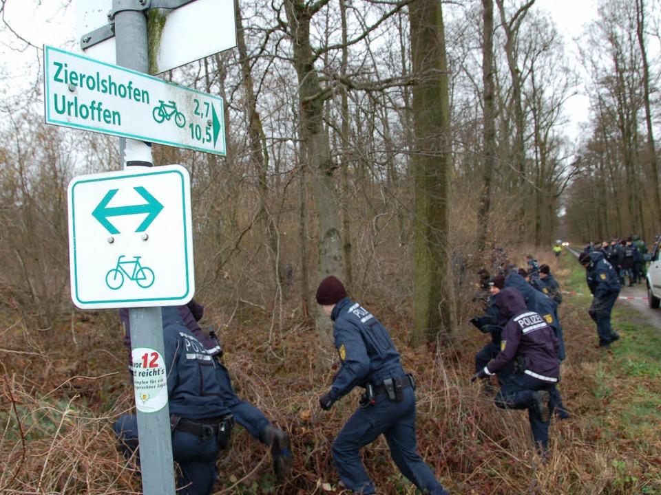 Ob die Polizeibeamten bei ihrer Suchak...tbare Spuren stießen, ist noch unklar.  | Foto: hrö