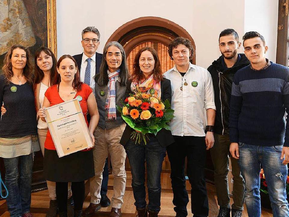 Im Dezember erhielt die Flüchtlingshil...lomon den Integrationspreis der Stadt.  | Foto: Rita Eggstein