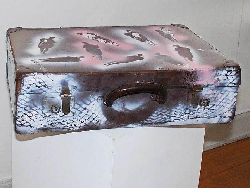Quaas' Malgrund muss keine klass...n – ein Koffer tut's auch.  | Foto: Sylvia-Karina  Jahn