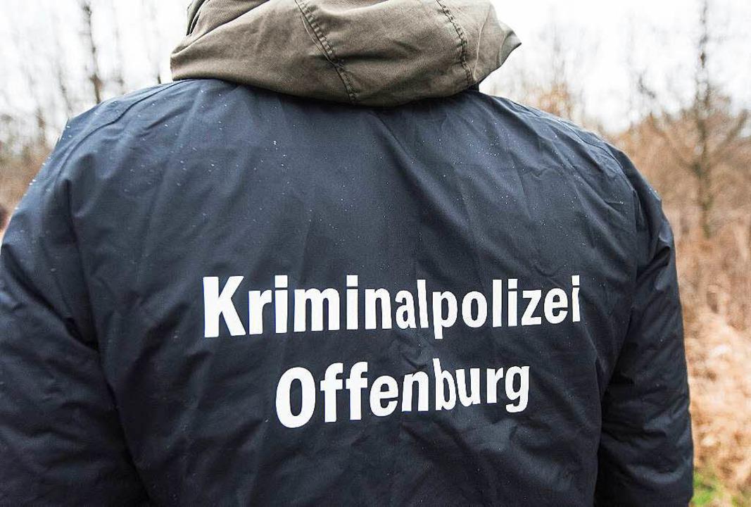 Polizeiarbeit in der nordwestlichen Or...oßaufgebot zwischen Wilstätt und Kehl.    Foto: dpa