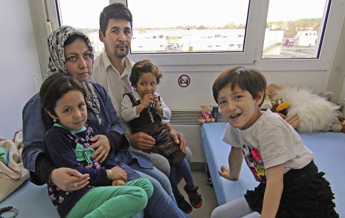 Eine afghanische Familie in einem Flüc...Muss sie wieder zurück in die Heimat?   | Foto: dpa