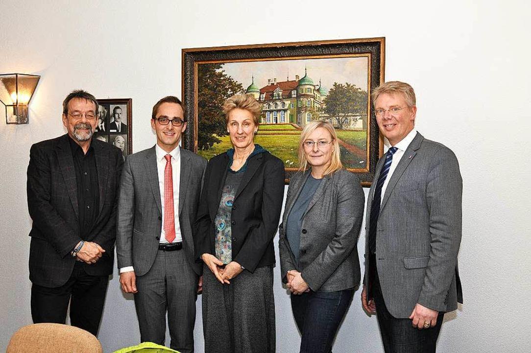 Christina Clement (Zweite von rechts) ...ale Inklusionsvermittlerin eingeführt.  | Foto: Kai Kricheldorff