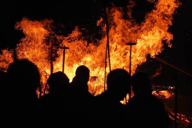Über dem Kandertal lodern am Wochenende die Flammen der Fasnachtsfeuer