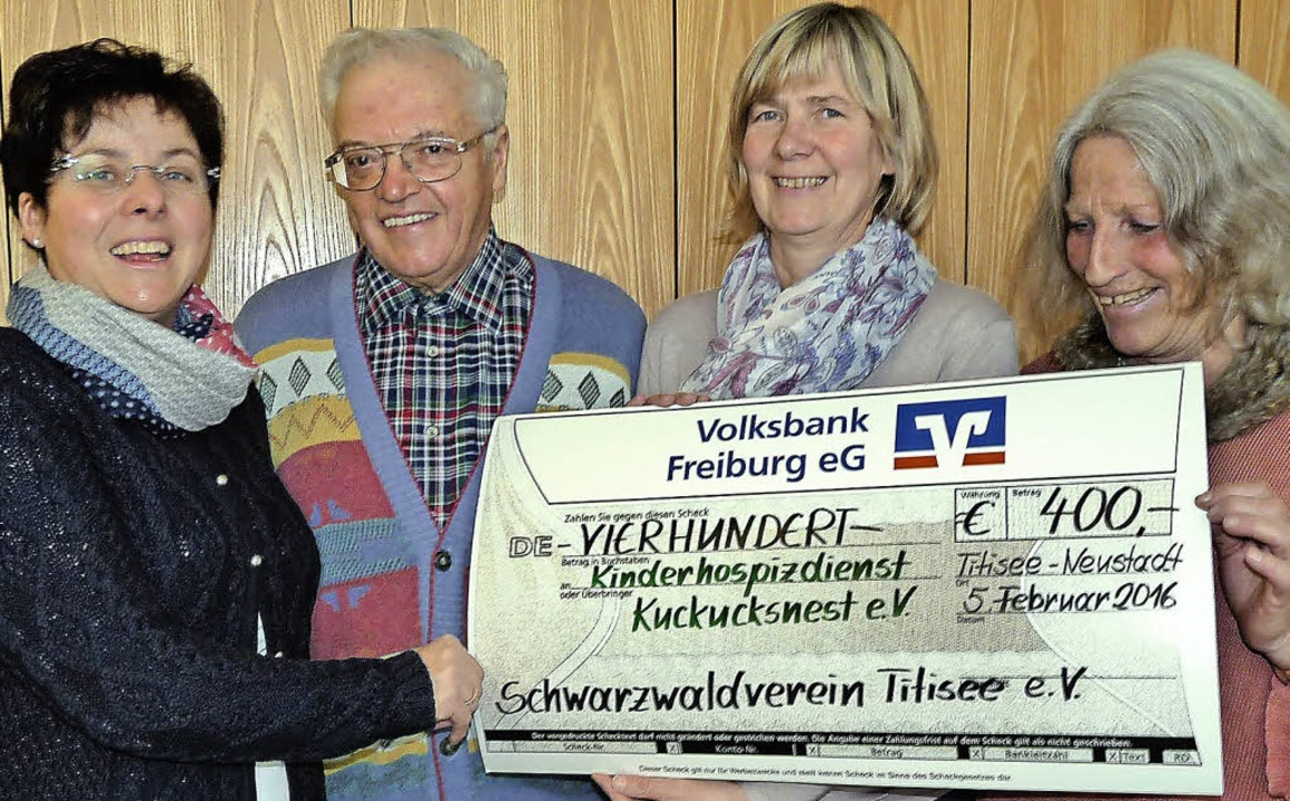 400 Euro spendete die Ortsgruppe Titis... und  Barbara Meyer vom Kuckucksnest.   | Foto: Monika Hofmeier