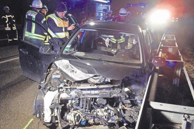 Windböe erfasst Kleinwagen – Fahrerin schwer verletzt