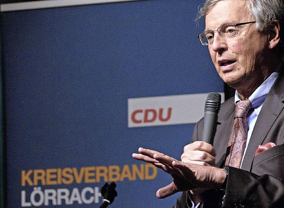 Wolfgang Bosbach im Burghof   | Foto: Taschinski