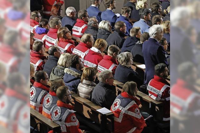 Bei einem Trauergottesdienst wird der Opfer des Zugunglücks gedacht