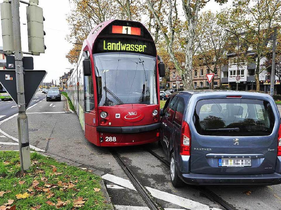Einer von vielen Abbiege-Unfällen: Auf...rei bei der Abfahrt Richtung Talstraße    Foto: Thomas Kunz