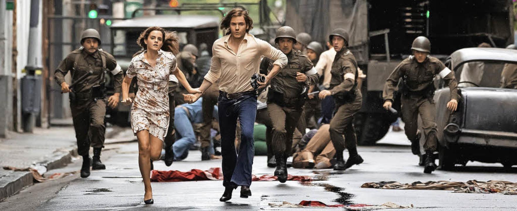 Auf der Flucht vor Pinochets Schergen:...und Daniel (Emma Watson, Daniel Brühl)  | Foto: Majestic/dpa