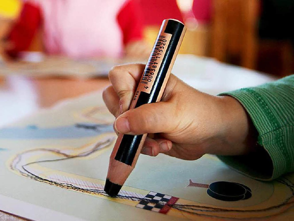 Die handschriftlichen Fähigkeiten des Nachwuchses nehmen ab.  | Foto: dpa