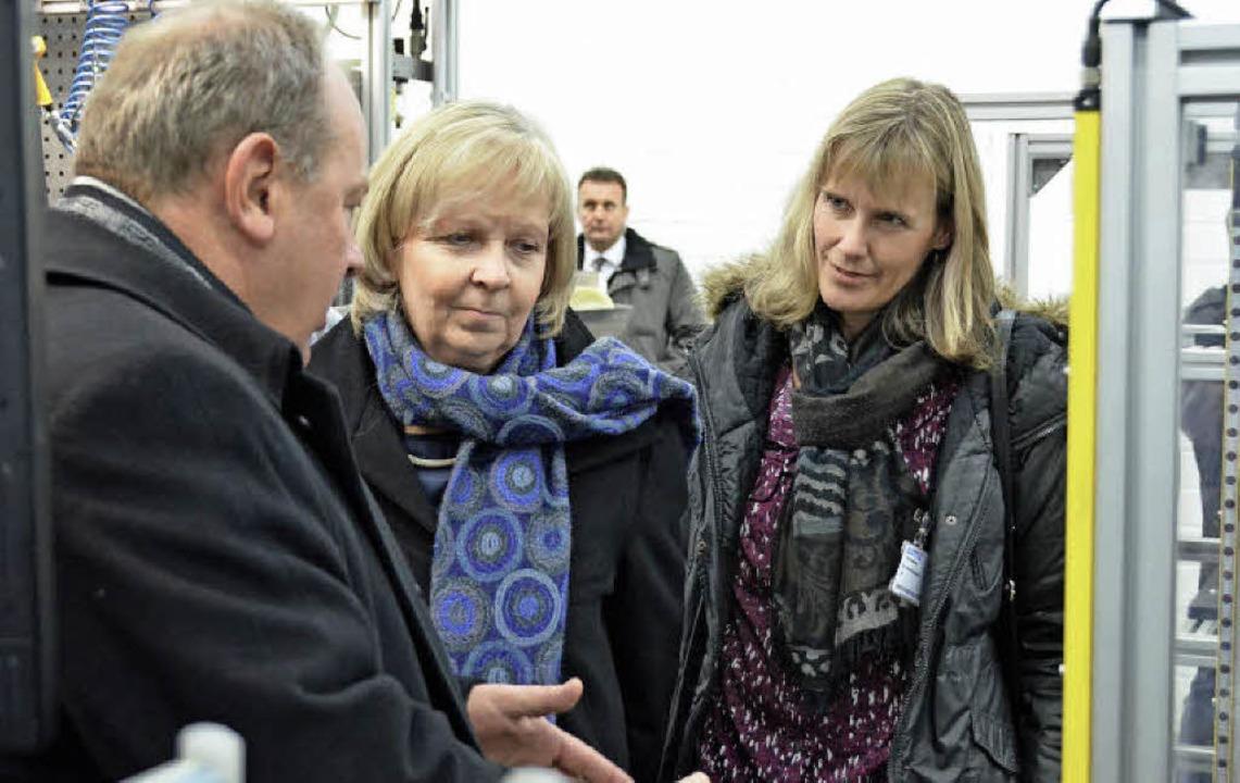 Ministerpräsidentin Hannelore Kraft un...Lehrwerkstatt der Firma Auma erklären.    Foto: Jannik Reich