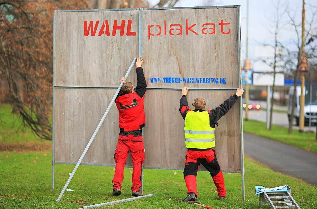 Auffällig viele  große Plakate im Land...uereinsatz, um sie instand zu setzen.   | Foto: Symbolbild: dpa