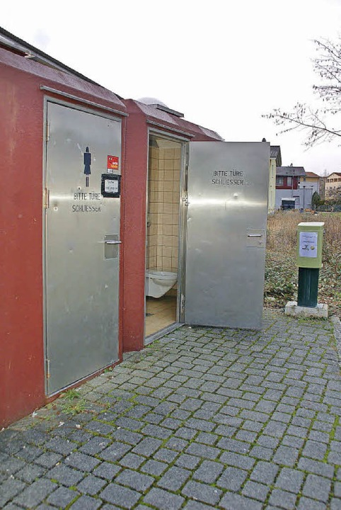 Die Toiletten  beim Busparkplatz in Ba...n kommen weg. Gegenüber gibt es neue.   | Foto: Siebold