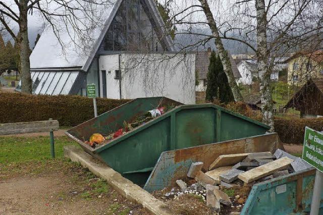 Friedhofsbesucher wünschen sich Mülleimer