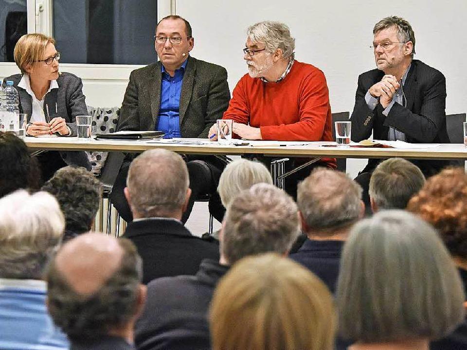 Auf dem Podium wurde kontrovers diskut...Rüdiger Engel, Chef des Baurechtsamts.  | Foto: Michael Bamberger