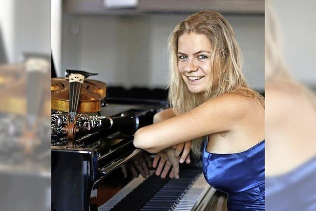Ursa Voigt, Studentin der Kalrsruher Musikhochschule, in der Paul-Gerhard-Kirche