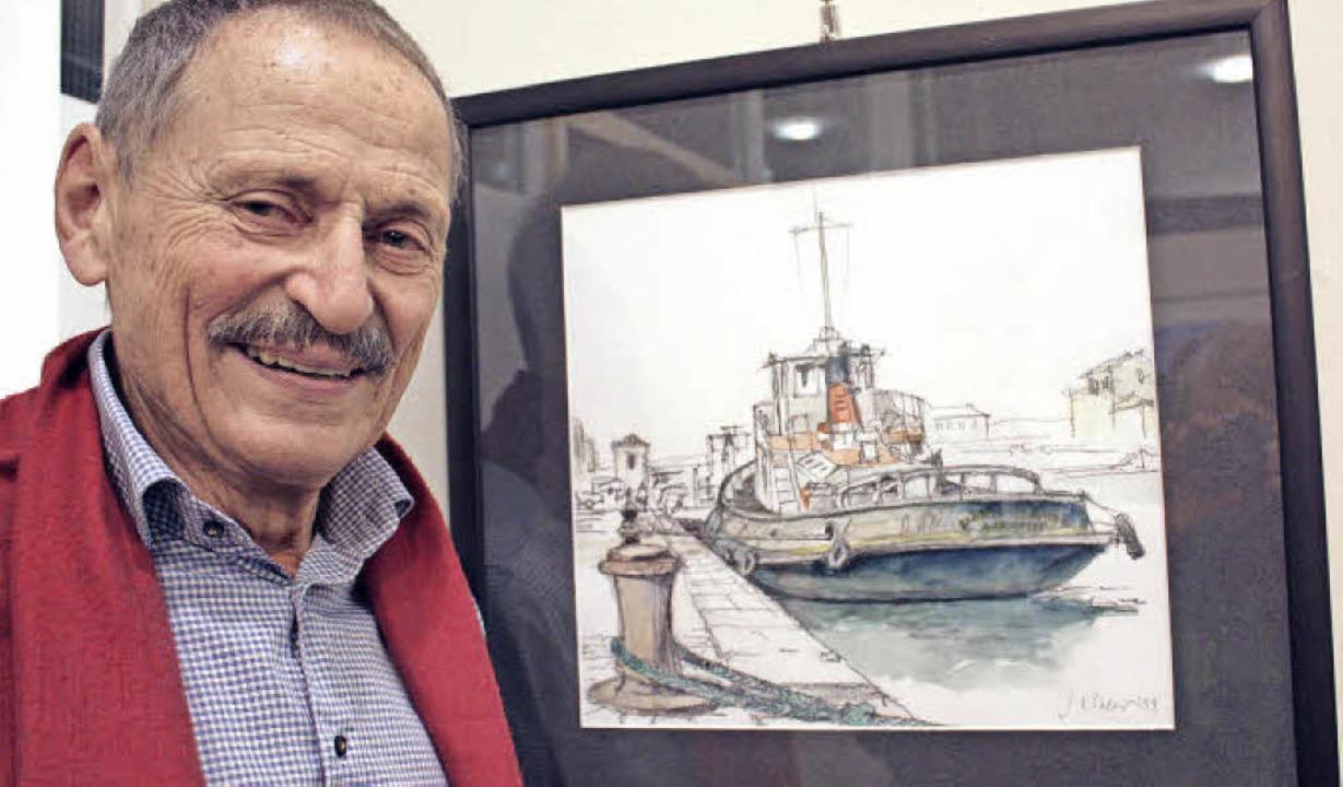 Jürgen Köhler vor einem Aquarell, das im Hafen von Sète entstanden ist.  | Foto: Gabriele Fässler
