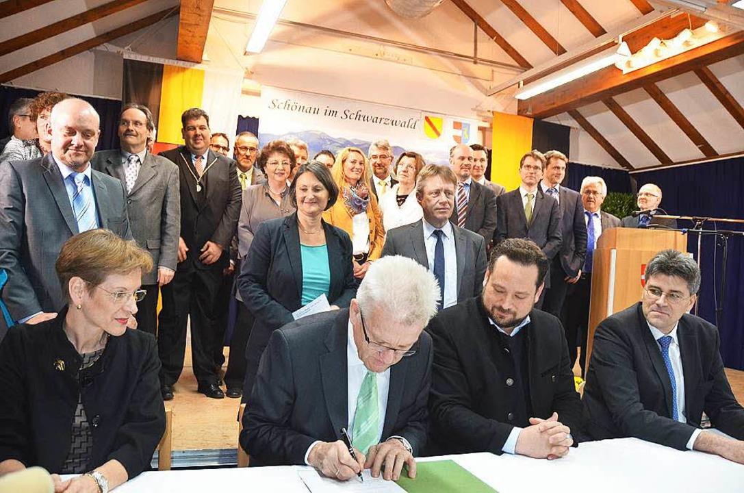 Unterzeichnung der Vereinbarung zum Biosphärengebiet in Schönau  | Foto: Hermann Jacob