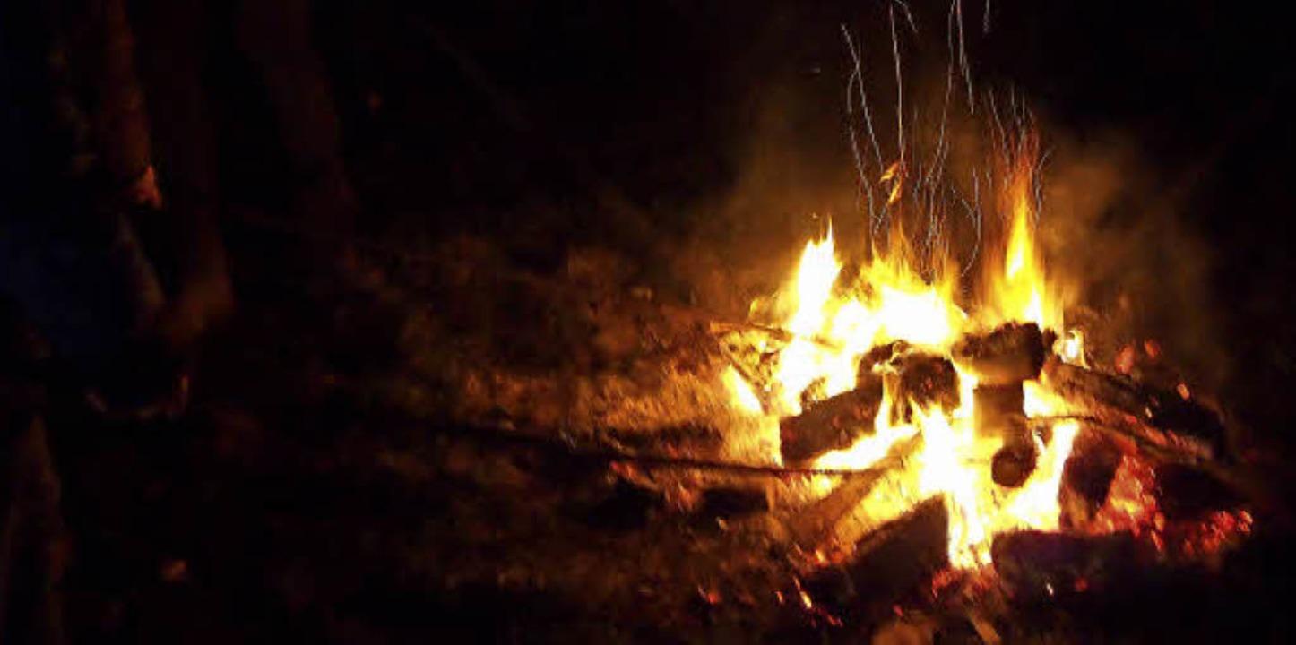 In Hägelberg brannte das traditionelle Scheibenfeuer mit Verspätung.   | Foto: Gabriele Poppen