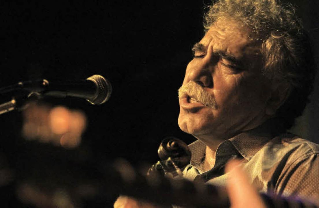 Einer der bekanntesten Sänger und Lyraspieler Kretas: Alexandros Kalemakis   | Foto: Wolfgang Grabherr