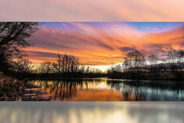 Farbenprächtiger Abendhimmel über dem Ried