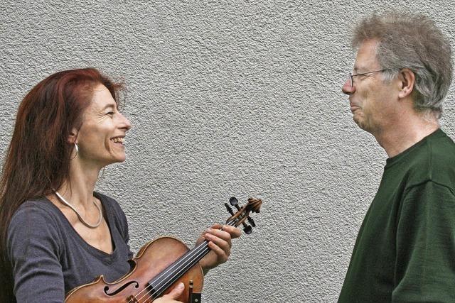 Hans Fuhlbom und Sylvia Oelkrug in der Kulturscheune