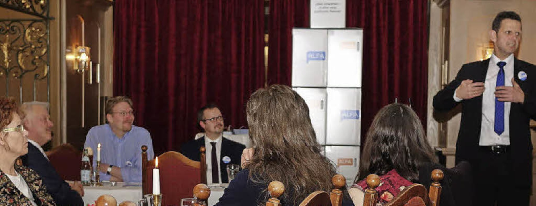 Bernd Kölmel (re.), ehemals AfD und je...hlveranstaltung zur Landtagswahl vor.   | Foto: Hege