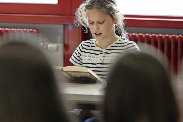Schulsieger messen sich beim Regionalentscheid im Vorlesewettbewerb des Buchhandels