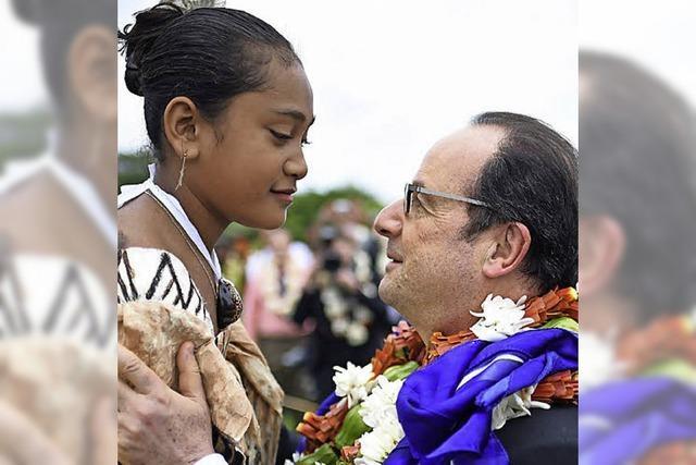 Hollande besucht Südsee-Inseln: Blütenregen und radioaktiver Niederschlag