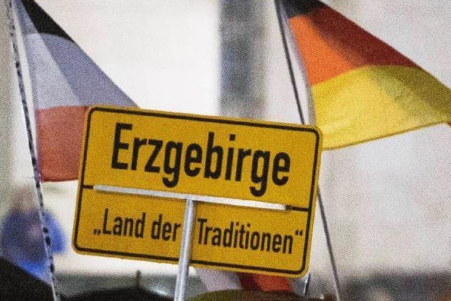 Pegida begrüßt Anfeindungen gegen Flüchtlinge in Clausnitz