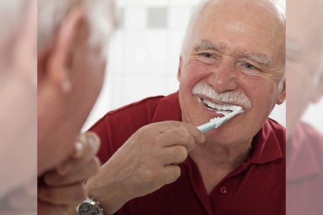 Je älter der Zahn ist, desto mehr Pflege braucht er