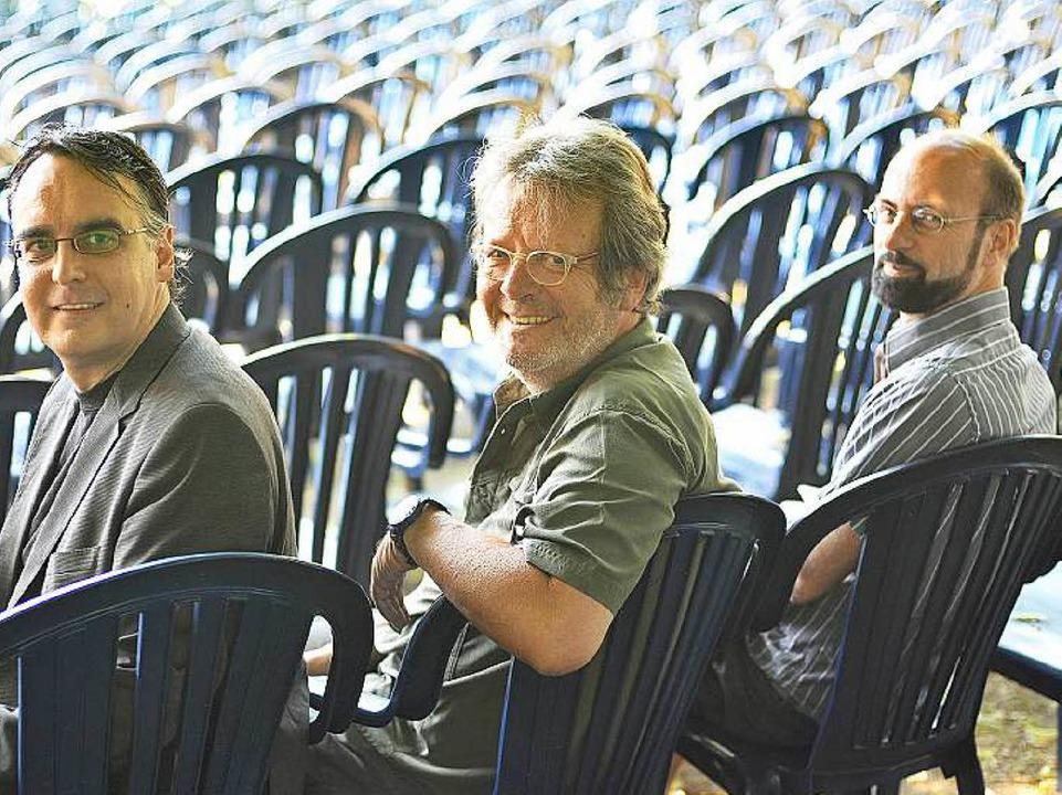 Die Kinobetreiber und Filmfestchefs (v...ünder des Filmfests) und Ludwig Ammann    Foto: Michael Bamberger