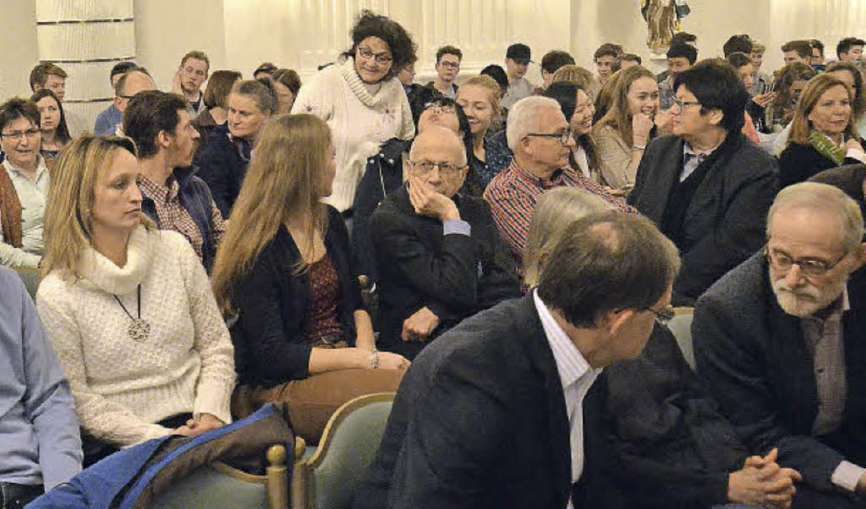 Das Interesse an der Podiumsdiskussion war groß.  | Foto: Sebastian Barthmes