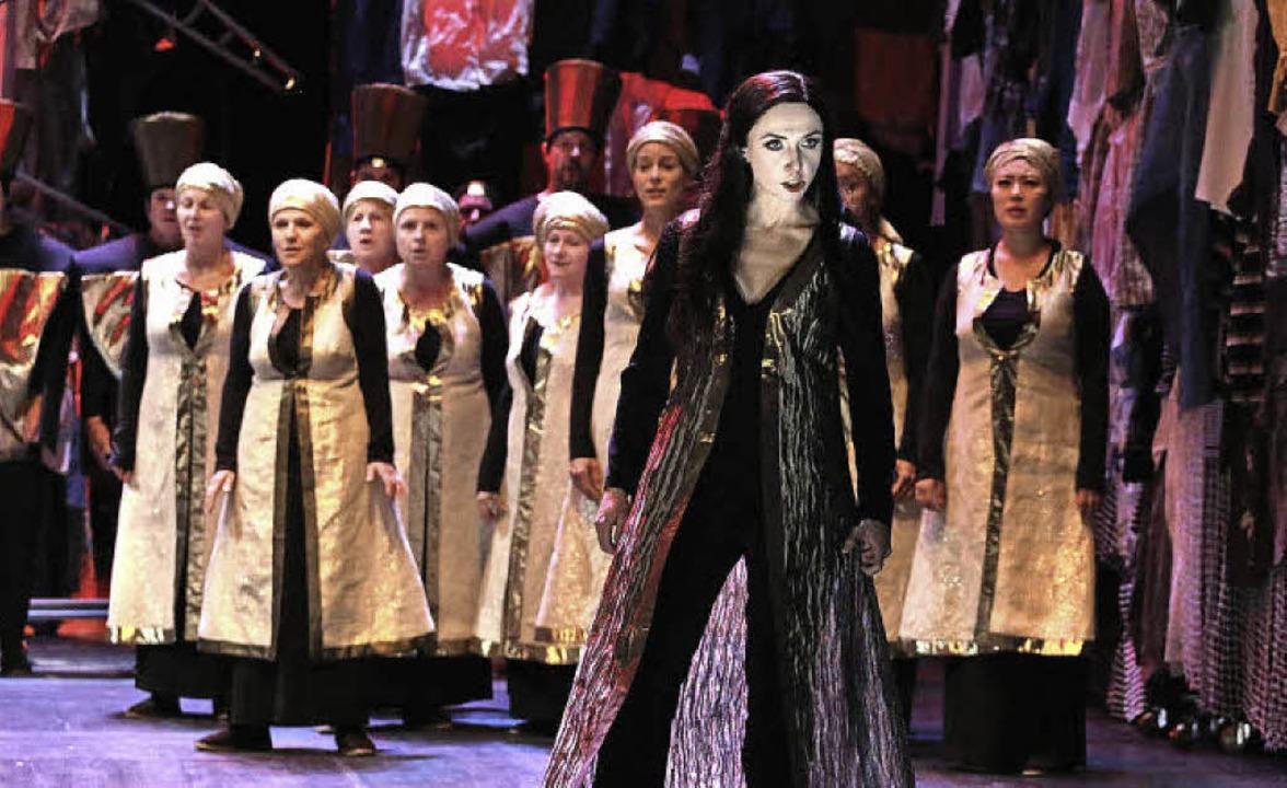 Nabucco verlangt den Einsatz großer Chöre.  | Foto: Promo