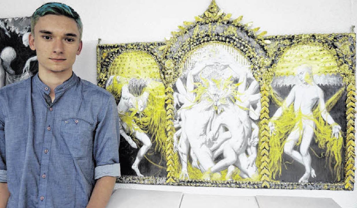 Jugendkunstpreisträger Sebastian Schmidt aus Höchenschwand mit seinem neuen Werk  | Foto: Ursula Freudig