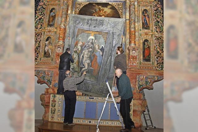 Das 400 Jahre alte Fastentuch hängt bis Karfreitag in der Stadtkirche