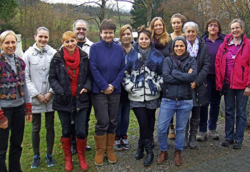 Kursleiterin Sigrid Lamparter (links) ...rses und überreichte die Zertifikate.   | Foto: Tageselternverein