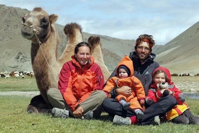 Mundologia: Mongolei mit Kind und Kamel