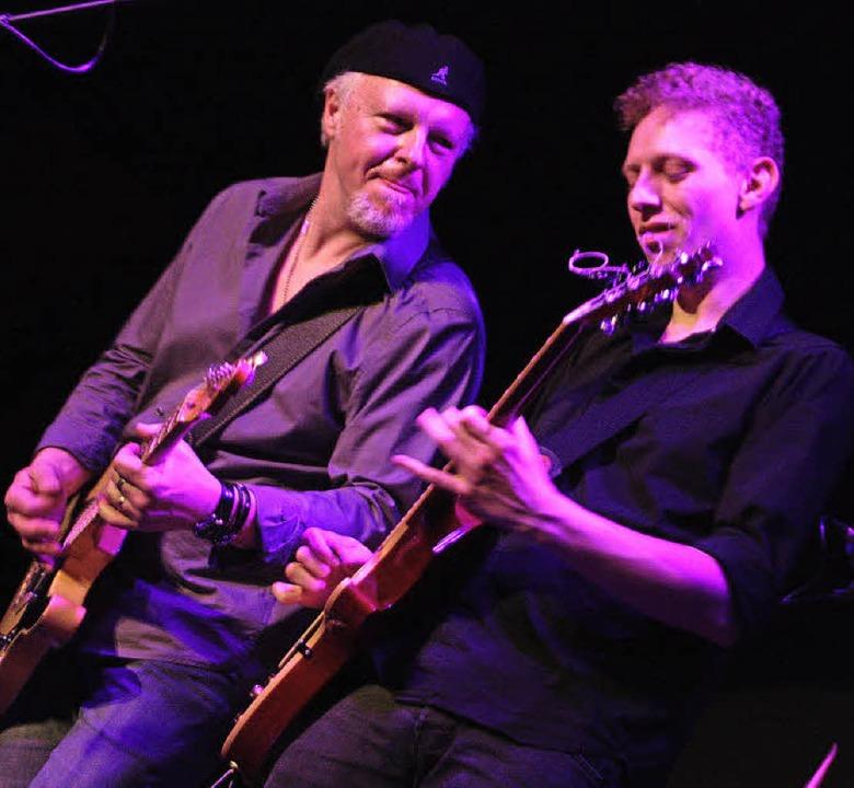 Ließen die Gitarren sprechen: Fred Cha...rem Gastspiel im Oberhofer Blues-Café   | Foto: Jörn Kerckhoff