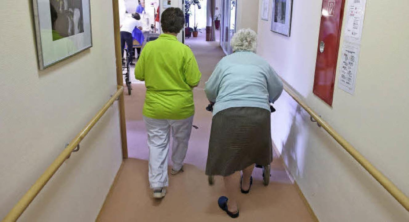 Mit der älter werdende Gesellschaft wächst die Zahl der Pflegebedürftigen.     Foto: dpa/ZVG