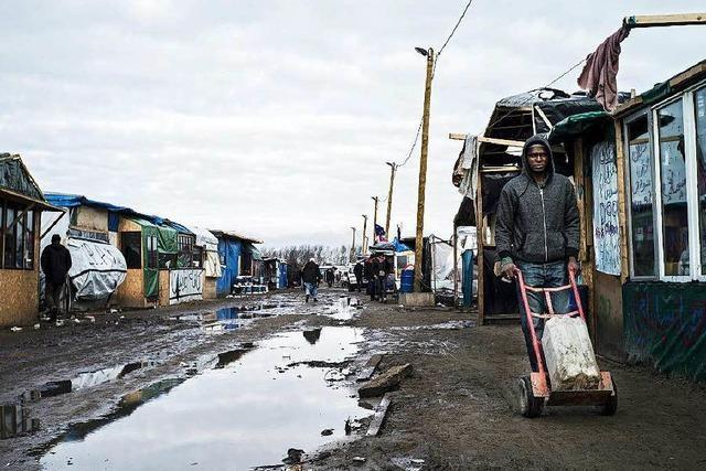 Flüchtlinge räumen Lager in Calais nicht
