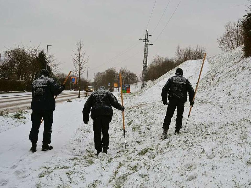 Die Spurensuche im Neuenburger Mordfal...ber 2014 wurde durch Schnee behindert.    Foto: Julia Jacob