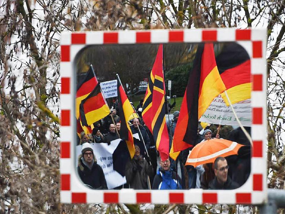 Demo eines Pegida-Ablegers in Mainz &#...urger Konzerthaus zu ähnlichen Szenen?  | Foto: dpa
