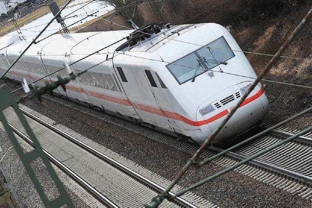 Mann überquert Gleise und wird von ICE erfasst – tot
