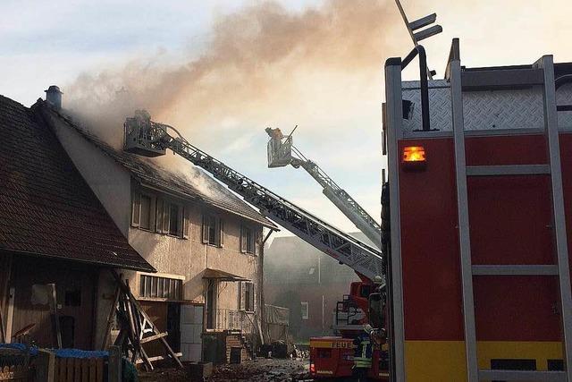 Wohnhaus durch Dachstuhlbrand zerstört