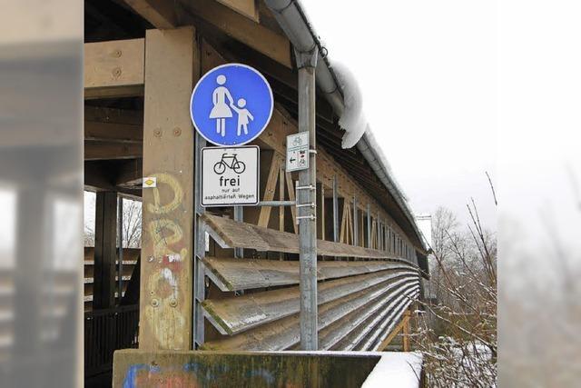 Holzbrücke wird komplett erneuert